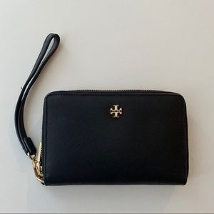 Tory Burch black Zip wallet with carrying handle!